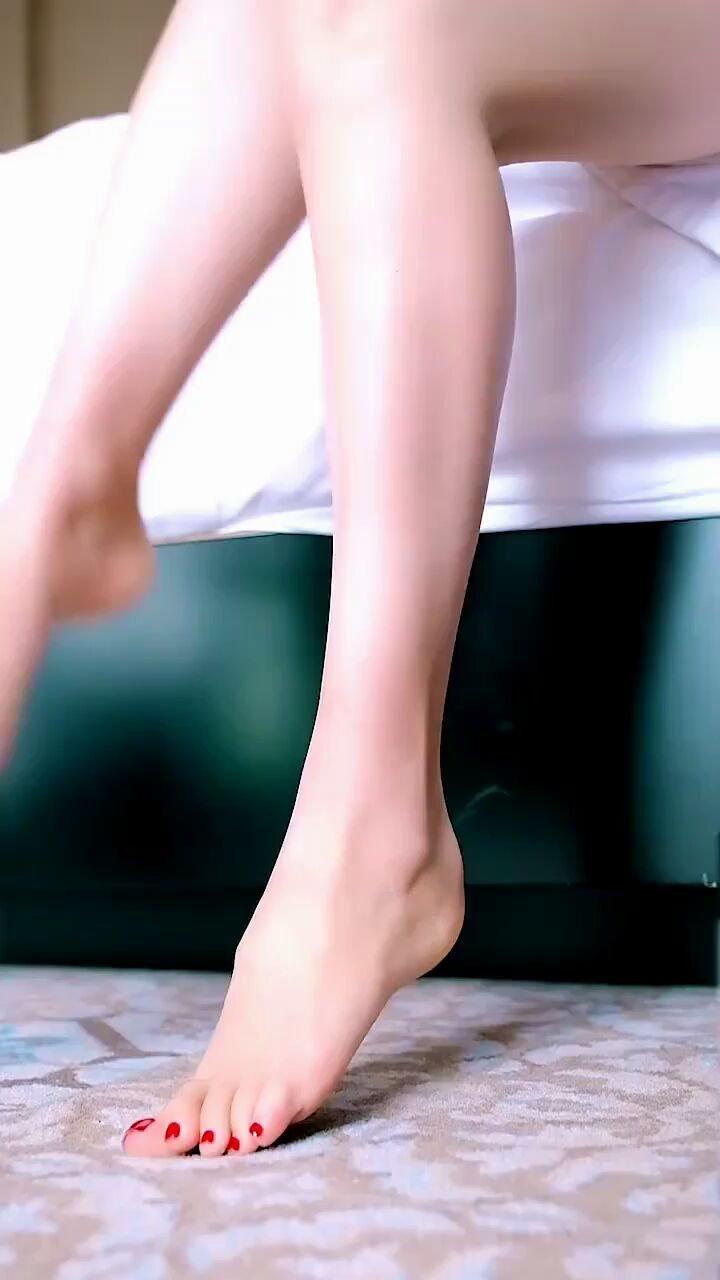 #让我做你的女王 #谁还没有大长腿了 #颜即是正义 #AW21中国国际时装周  元素·珠光宝气·You complete me❤️