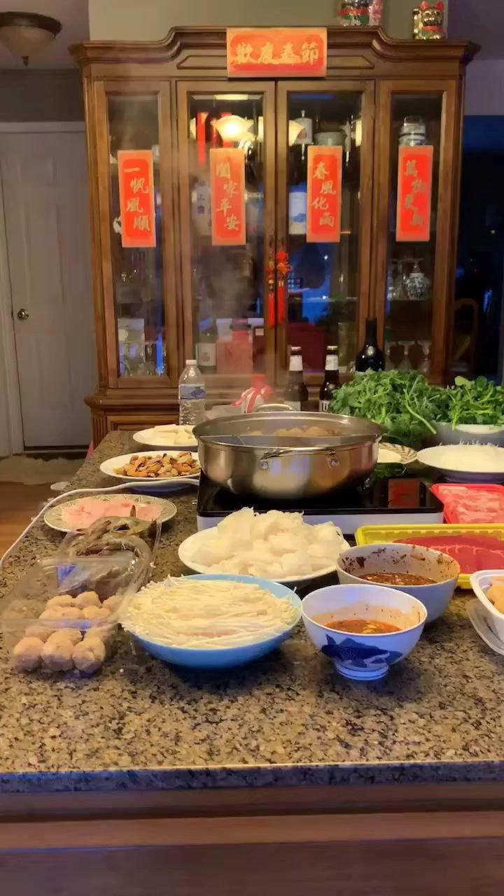 今晚,我挺有兴致,亲自下厨,给家人准备晚餐。