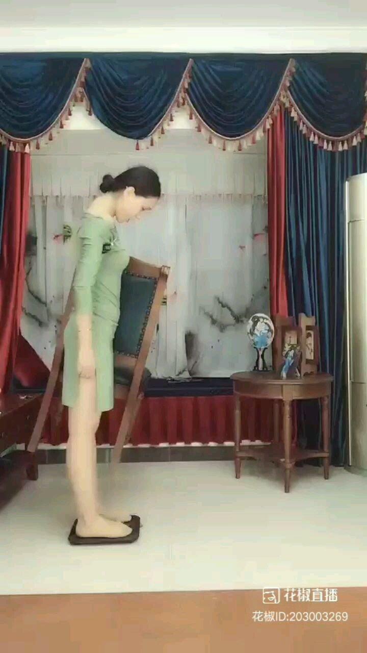 #搞笑是刚需 @Anne.古典舞  我就说嘛,明明是凳子变重了好不好?