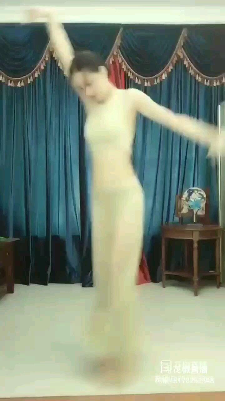 #我【嘀~】七星推荐主播 #花椒好舞蹈 #谁还没有大长腿了 #四月你好  红枣树【嘀~】情结  @Anne.古典舞 舞姿【嘀~】魅力
