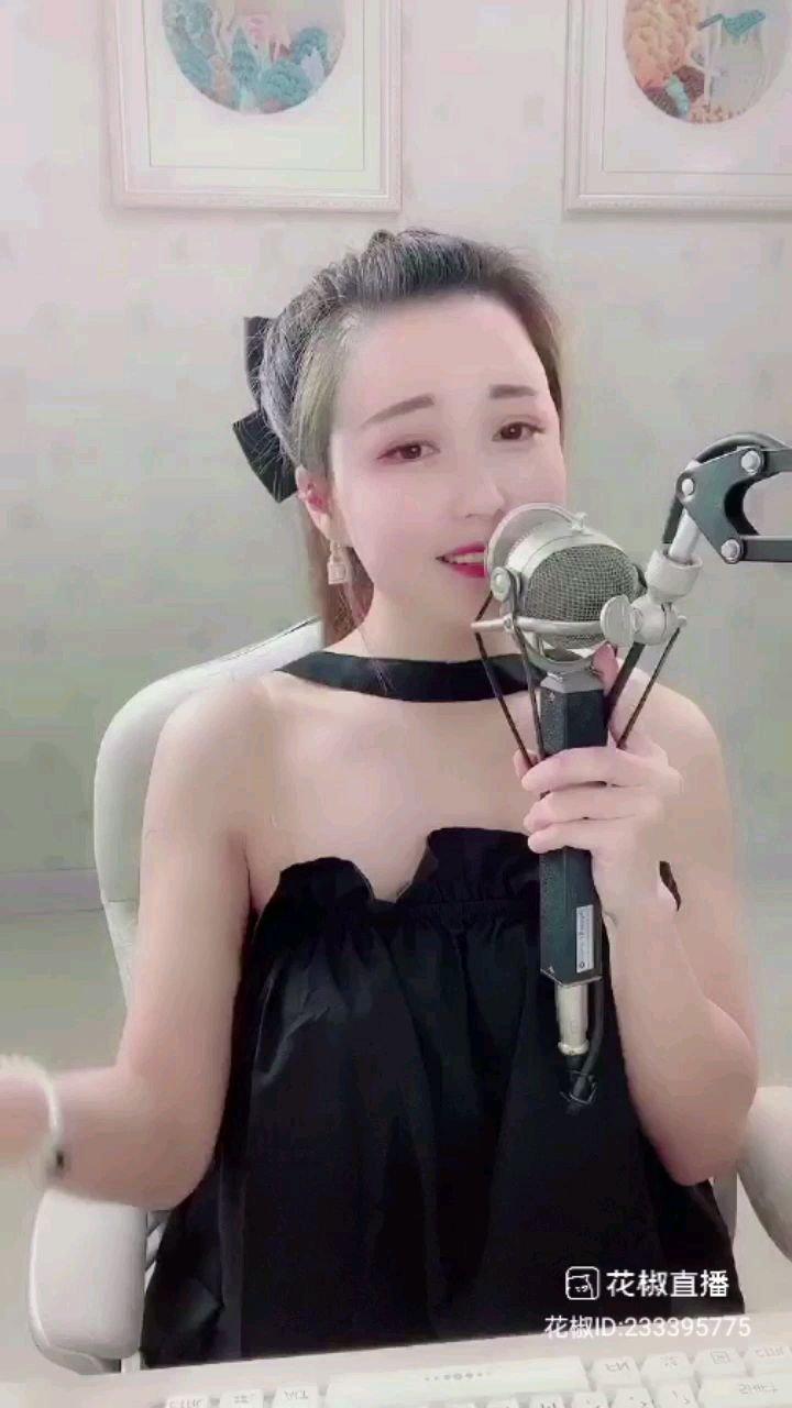 这是晴儿唱得很精典的歌曲——姑娘站在阁楼上等待情郎的心情维妙维娋,还有那种嗲声,妈哟起鸡皮疙瘩啦?????????