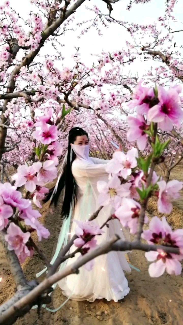 @花椒热点 #2021春节全民打卡赛 #元宵全民动态赛 #像美女吗不像删了 #我的新春礼物 #原创达人