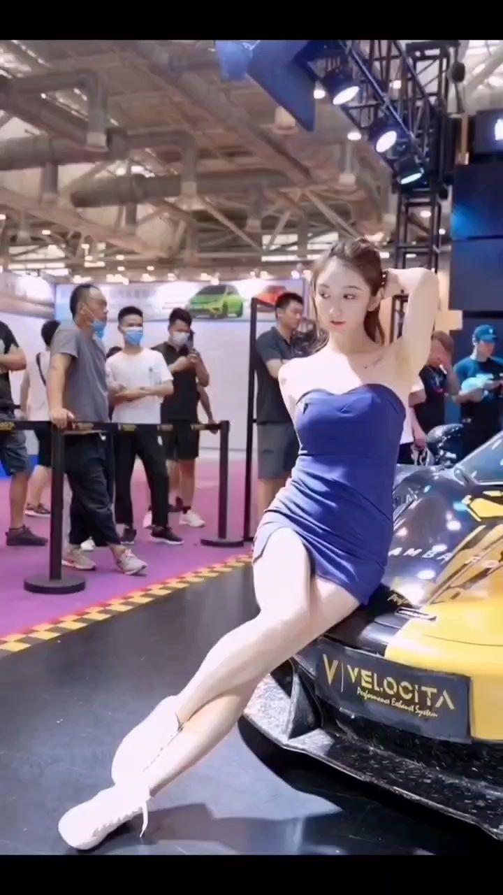 长腿车模美女姐姐。#谁还没有大长腿了