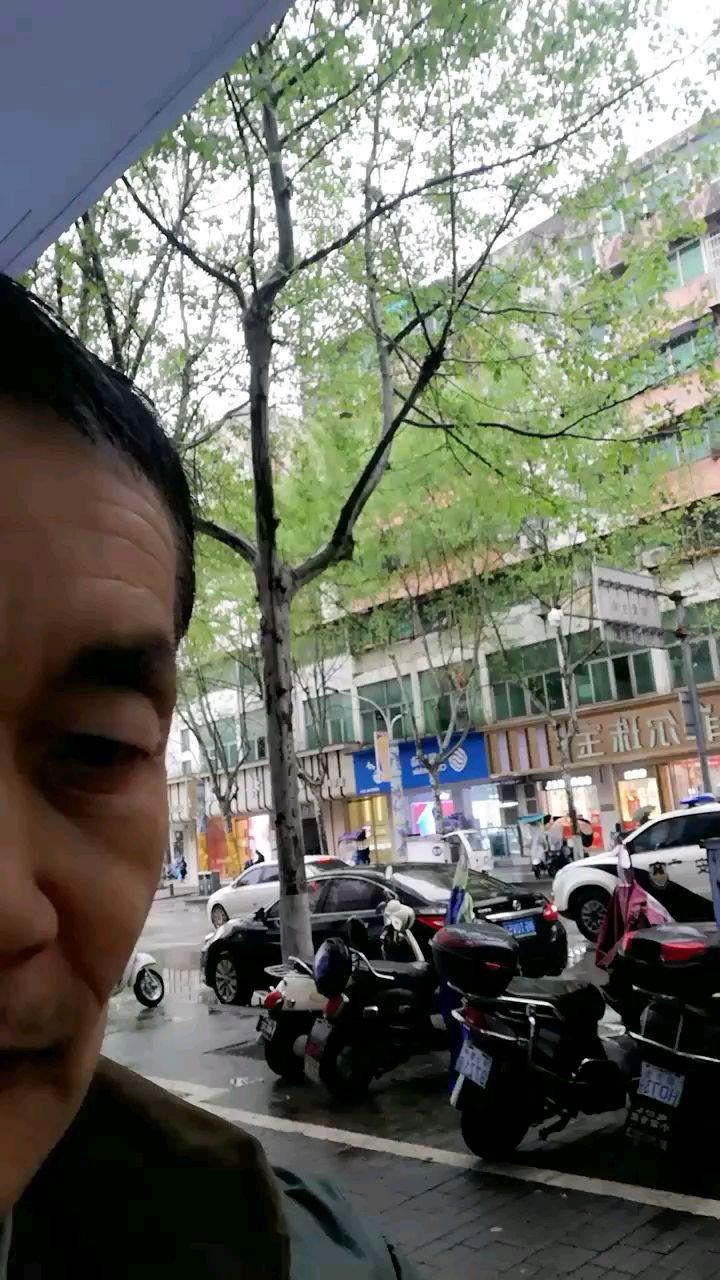 #清明时节 清明节落在鲜花堆…自古以来是清明时节雨纷纷…路上小心点…不可随意玩…