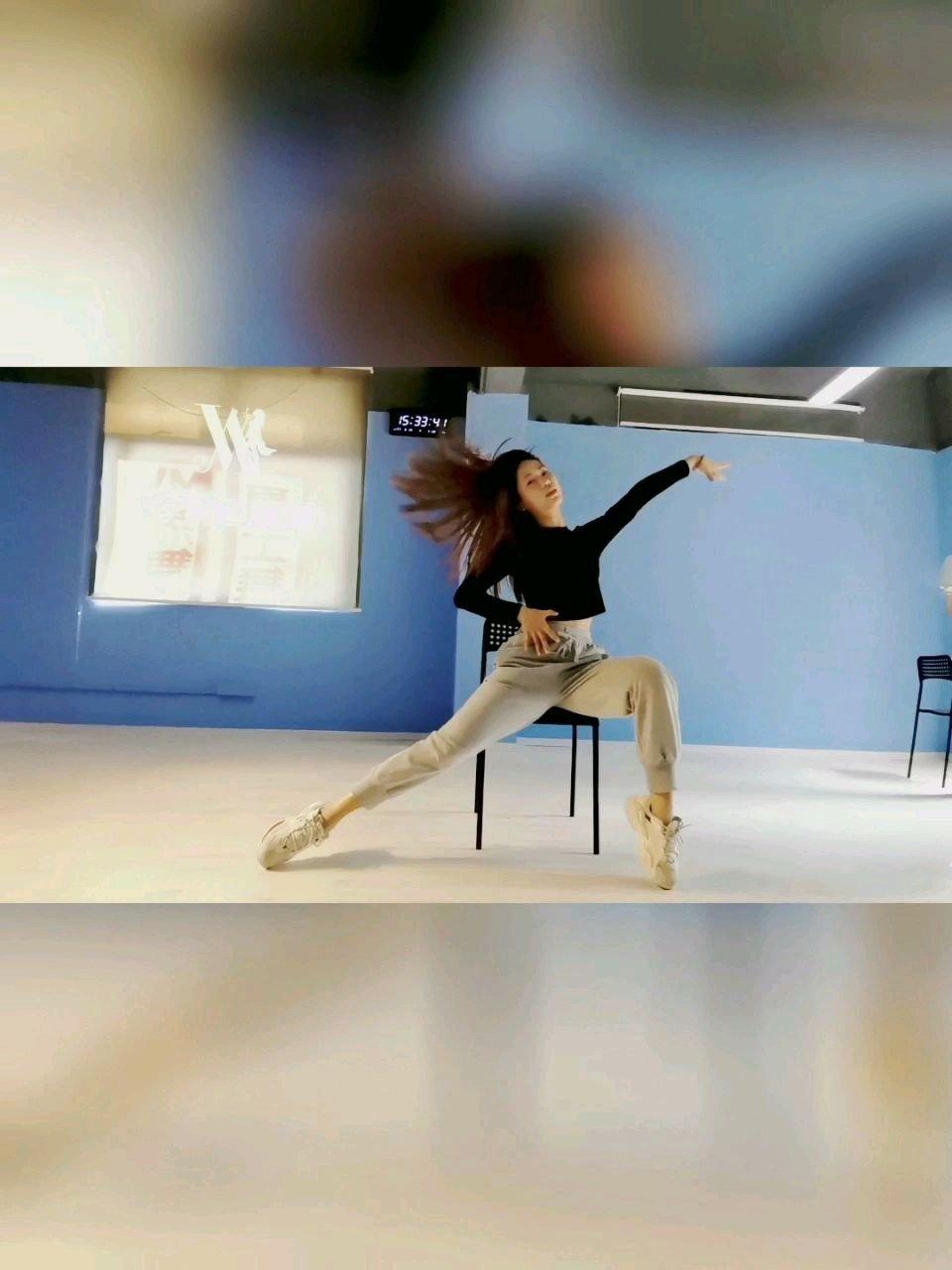 舞蹈老师不但要自己跳得好,而且还要教得好