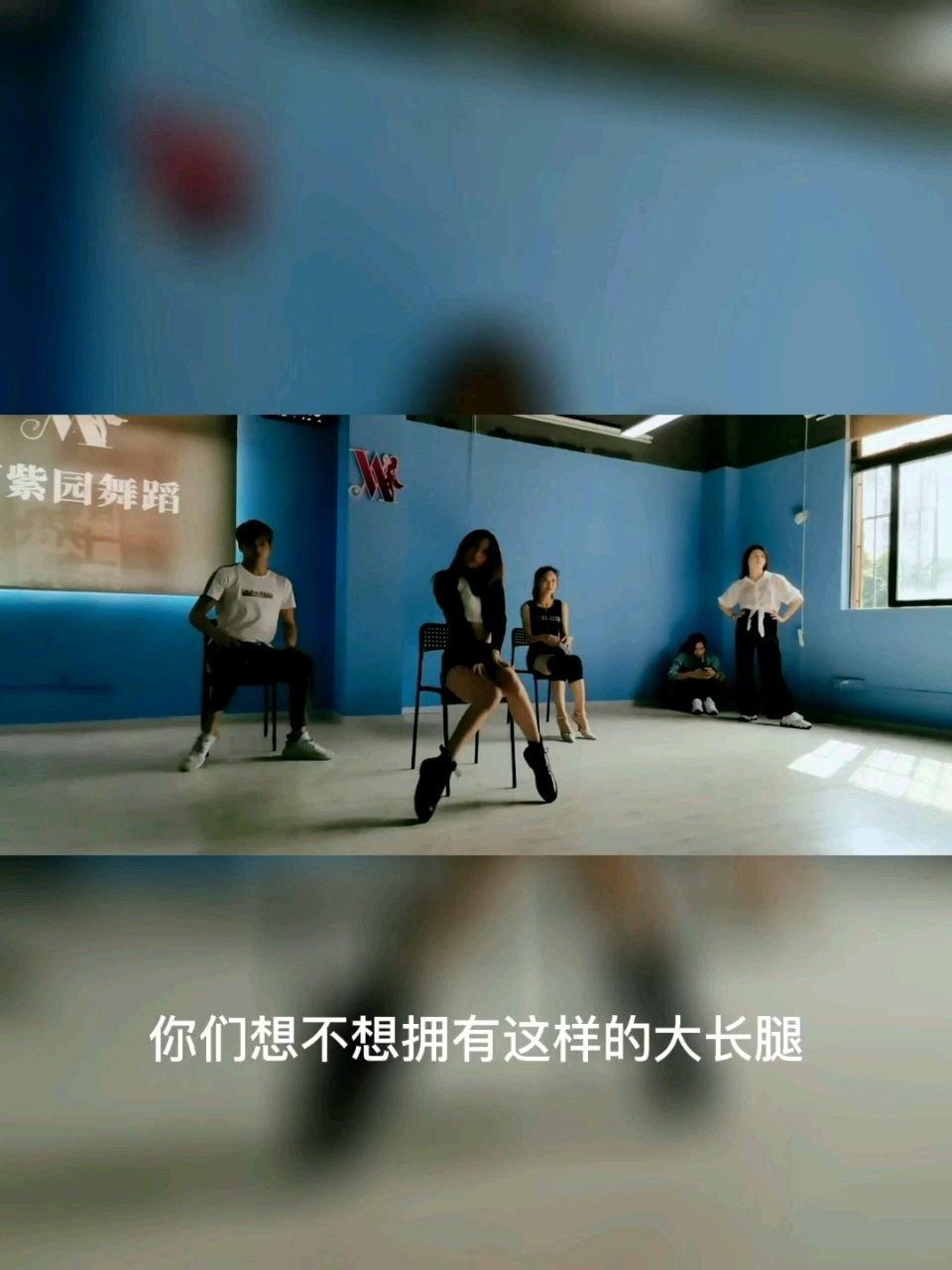 女生就应该配有这样的大长腿[呲牙]@盼盼舞蹈教学 #花椒好舞蹈