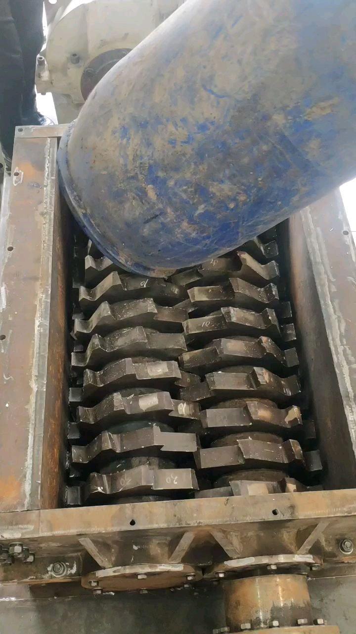 大蓝桶撕碎,废旧塑料撕碎,废旧橡胶撕碎