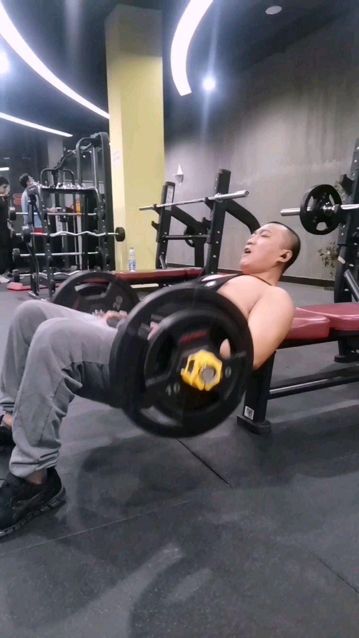 男人也练练臀   今天又一次练吐了