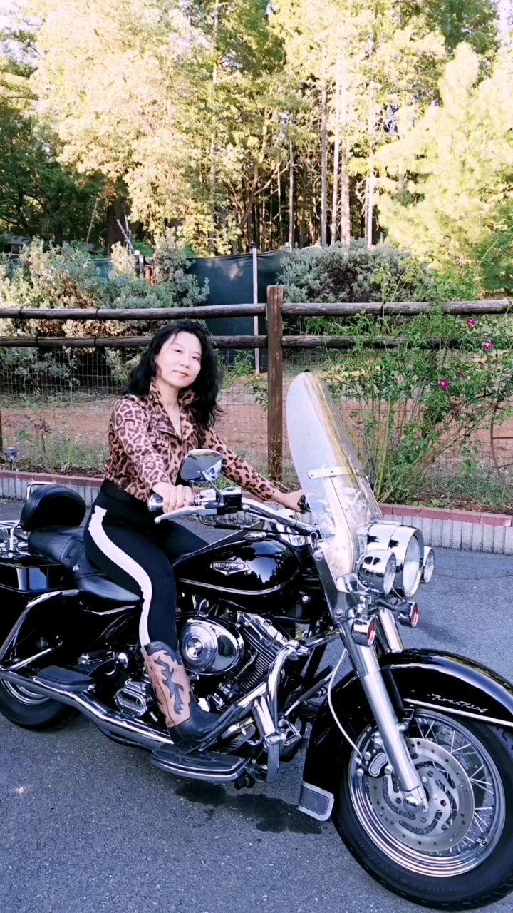 2000年牛仔姐的哈雷