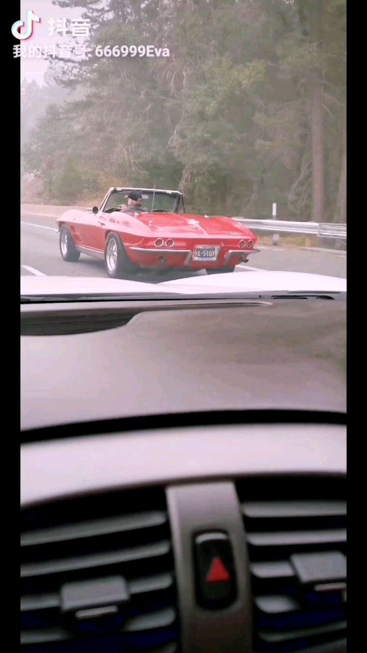 老牛仔的1963年雪佛莱敞篷老爷车~ 牛仔姐开着2007年雪佛莱跑车参加车展~