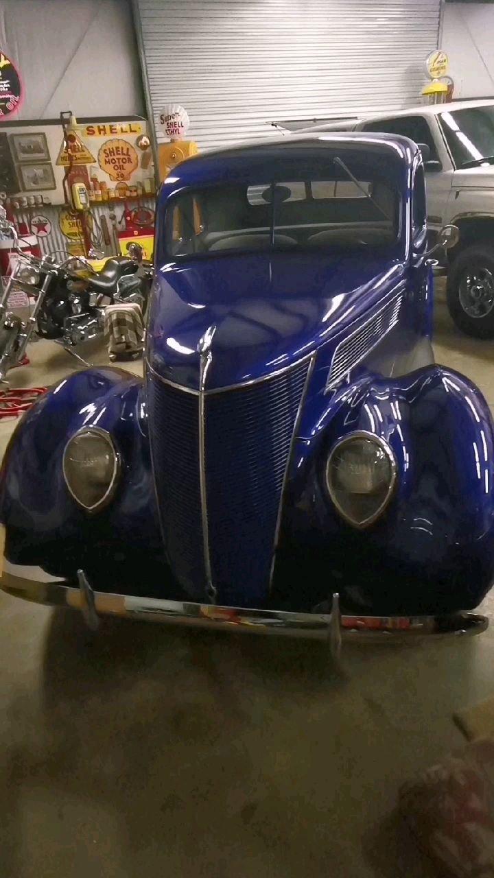 1937年Ford coupe