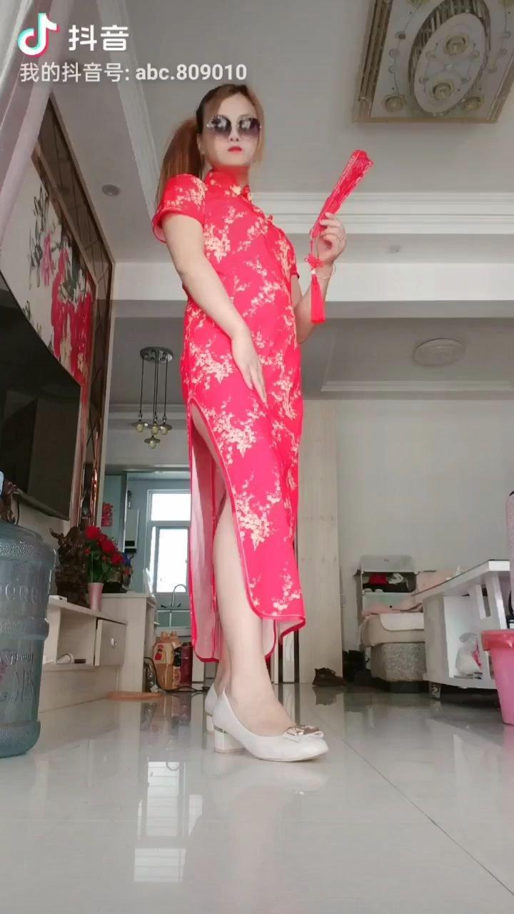 希望大家喜欢?,路过的人,给我支持一下,第一次穿旗袍,并且发出来,这个是我自己