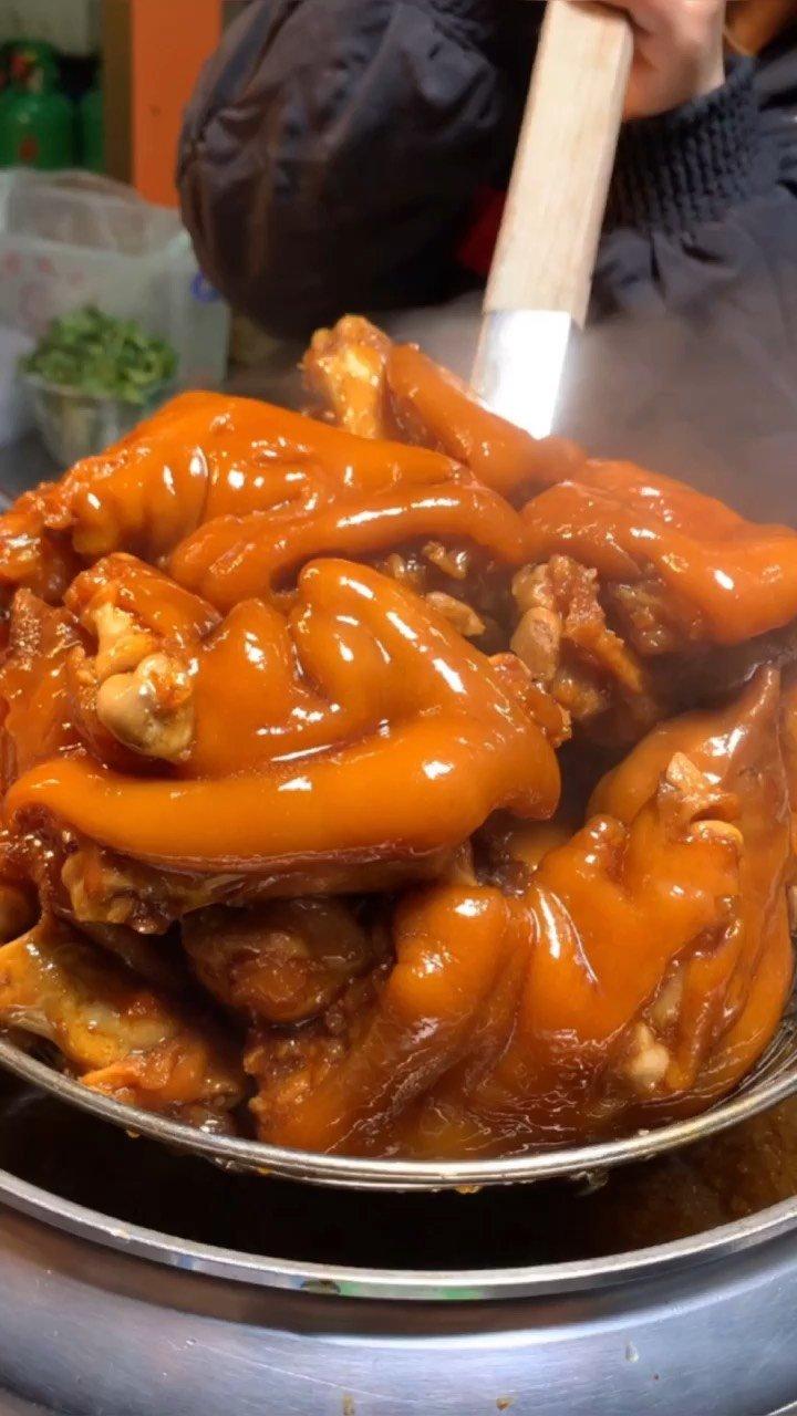 """人们把猪蹄称为""""美容食品""""和""""类似于熊掌的美味佳肴#猪蹄 #美食 #手艺人"""