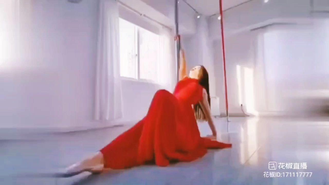 因為有你,生活才更精彩。。???????@天蝎柒跳舞 @花椒头条 @花椒热点 #为新春起舞 #花椒好舞蹈