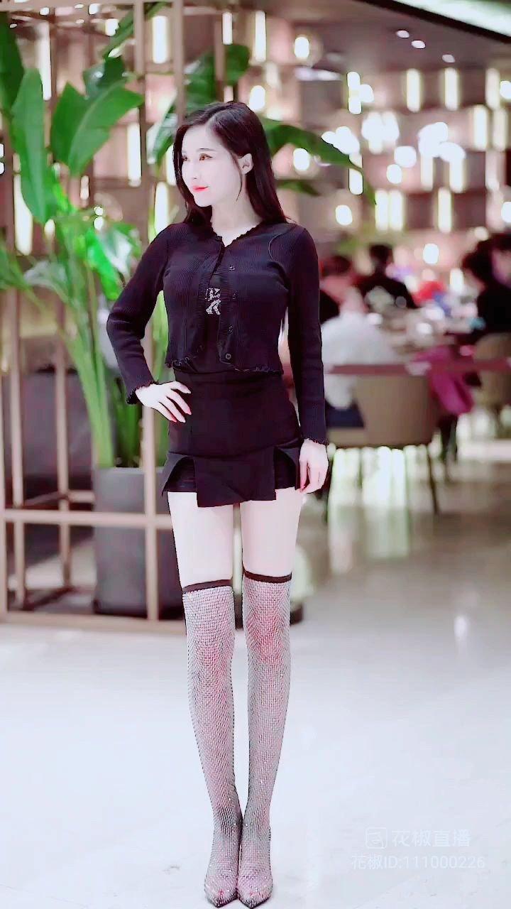 #谁还没有大长腿了 #3月你好 #花椒好舞蹈 大长腿呀,人人都喜歡!!!✌✌✌✌✌✌@鑫大宝热舞Baby @花椒头条 @花椒热点