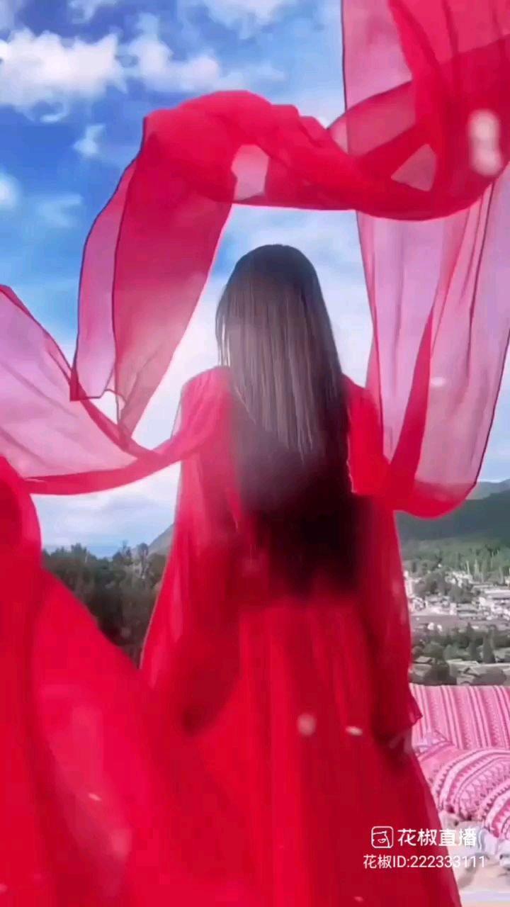 #花椒星闻  我们舞蹈频道极品主播@❄️ 莎莎 ❄️ 小姐姐最新动态视频震撼来袭,8小时前模特@❄️ 莎莎 ❄️ 小姐姐动态发布唯美视频,她一身红衣长裙,站在高处仰望远方,她的一个转身,她的一个回眸,她的长裙随着她转动,此情此景真是太美了,大家看到@❄️ 莎莎 ❄️ 这段视频有没有一种身临其境的感觉呢?我们的@❄️ 莎莎 ❄️ 小姐姐发布这段视频袒露心声她说:行者不得反求诸己,自能成羽翼,何必仰云梯。大家看到@❄️ 莎莎 ❄️ 这段话,是否能感受到@❄️ 莎莎 ❄️ 小姐姐内心真实的想法呢?@花椒热点