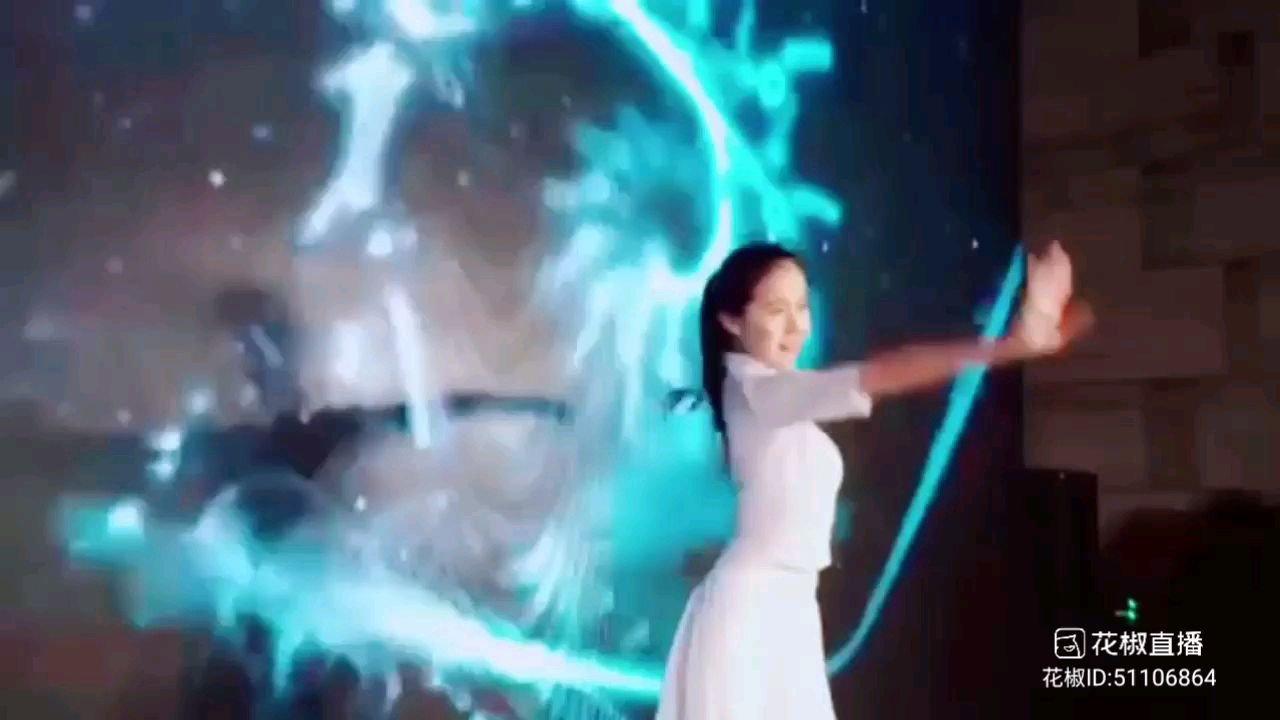 #2021巅峰之战 #花椒星闻  2021巅峰之战舞王之争海选打榜N进56的比赛,我们的最美舞者,最美冠军@Z嫣儿 摘得榜眼,才艺分279430,相信大家都知道我们的@Z嫣儿 是一位专业舞蹈演员,舞蹈编导,她的舞蹈造诣非常的深,非常的精炼。她在花椒直播一路走来,今年是我们@Z嫣儿  鼎盛的一年,参加花椒直播最美系列舞蹈比赛她取得了冠军,这个冠军意味着我们的@Z嫣儿 在花椒直播是成功的,是有收获的,她的努力与坚持,她家的哥哥们都看到的了。  今年我们的@Z嫣儿  参加巅峰之战舞王赛,是想证明她的舞蹈才艺是被
