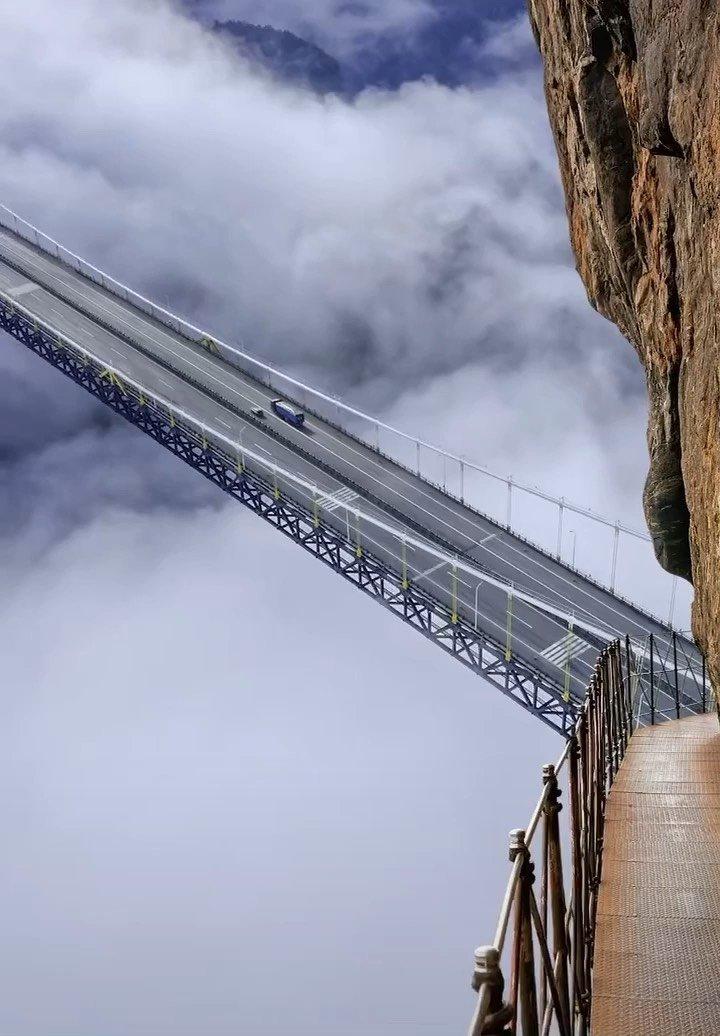 贵州北盘江大桥。