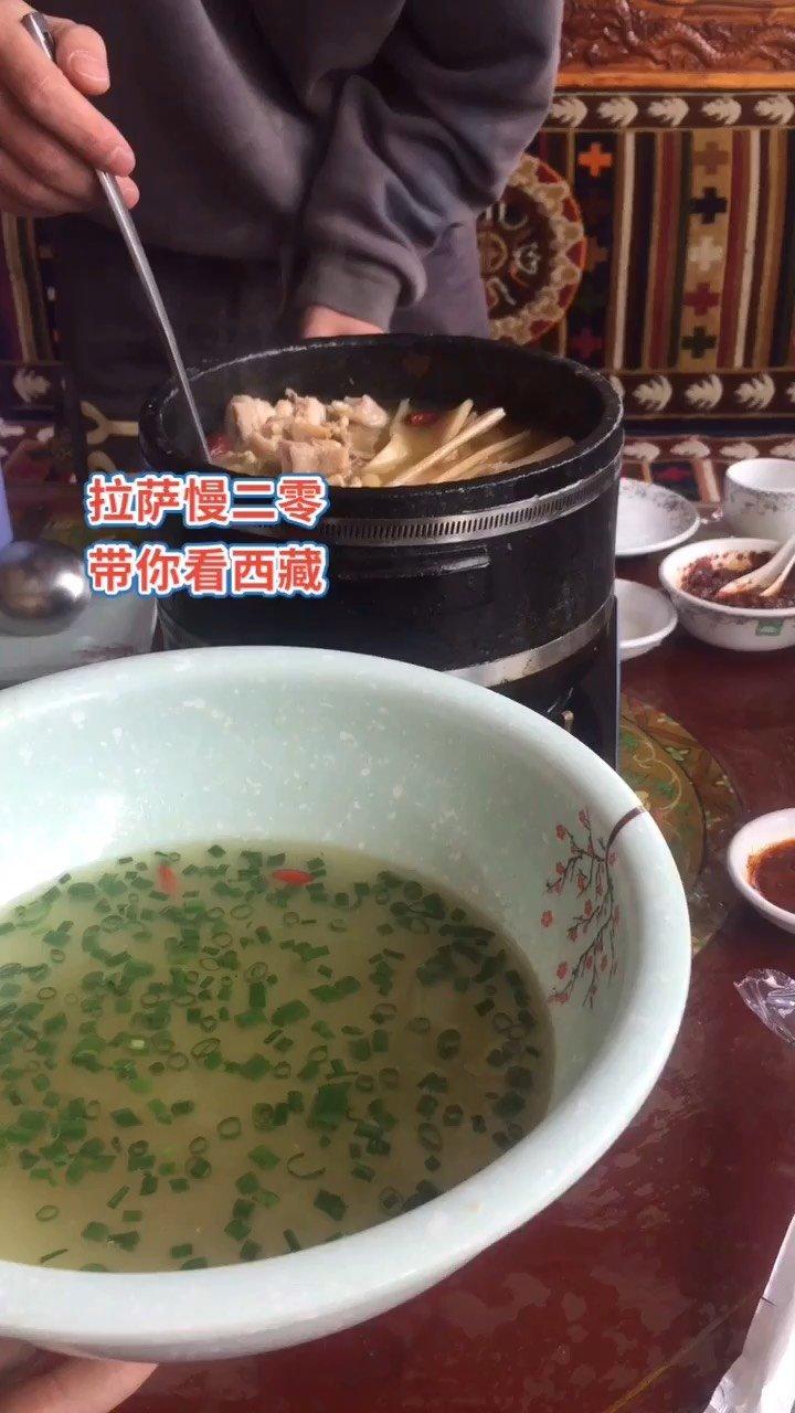 拉萨慢二零 带你看西藏! 大家吃肉我喝汤,干饭王就用盆,馋了吗~ #西藏旅行 #拉萨骑行 #拉萨租自行车