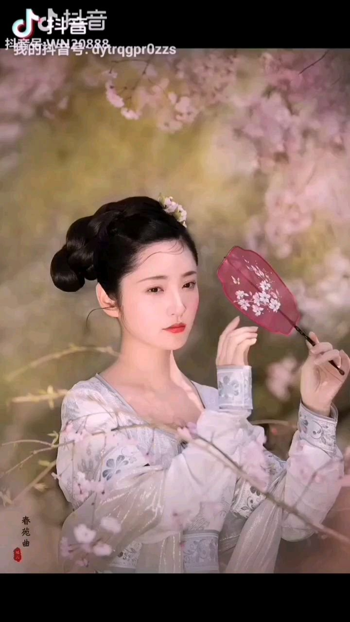 《美妙无瑕》  这是上苍送来的仙花 一般人都配不上它 它是那样的高雅 含在嘴里都怕它化……