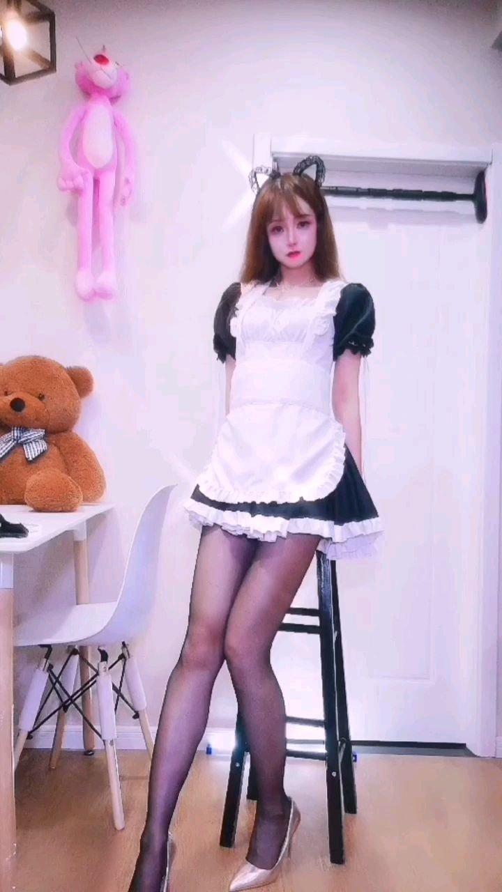 #女仆变装 #谁还没有大长腿了  熊孩子才做选择 所以,你会遇见哪一个她