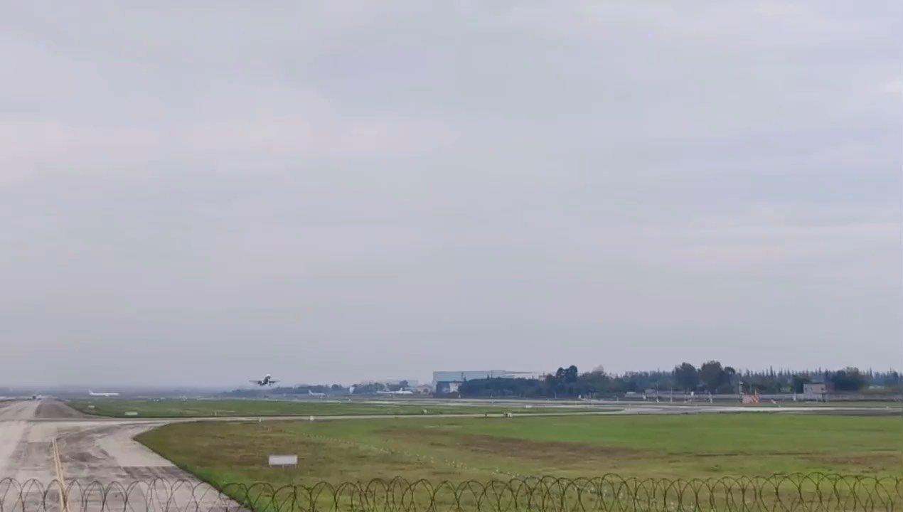 去【嘀~】打暑假工的集合了,快,飞机已经准备起飞了!
