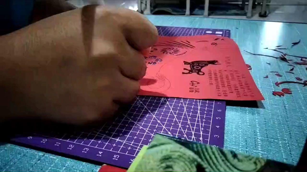 刻画中国的传统艺术,我班的校本课作品…… 牛年大吉,牛气冲天,牛年发财。哈哈哈……