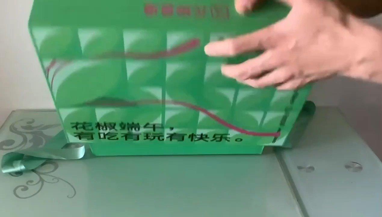 花椒史上最有创意、设计最精美的佳节礼盒,有吃有玩有快乐! 感谢官方,感谢报社领导@花椒热点 ,感谢老板@脱口秀频道主编 。 #我的花椒端午礼盒
