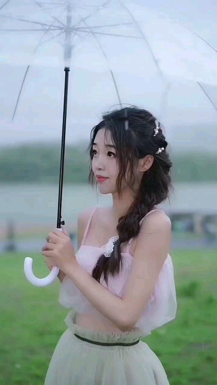 下雨了,外出记的带伞
