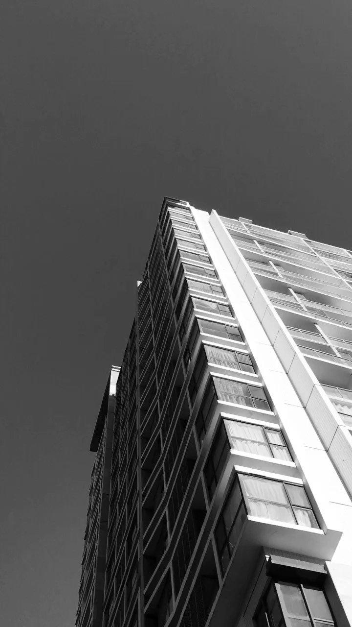 早上好?,富力自习室的上空瓦蓝瓦蓝的天空,月牙当空,阳关灿烂,风儿徐徐,凉爽宜人。今天是八一【嘀~】节,祝我们的【嘀~】越来越强大!雨果:音乐是思维着的声音。周日快乐!