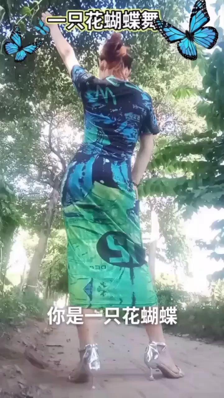出来玩的心情真好,一只绿色花蝴蝶美不美