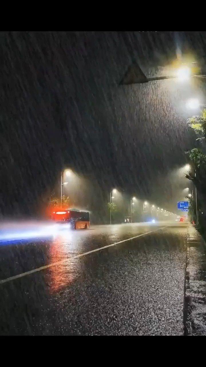 深圳下雨了☔️……@花椒头条 @花椒热点 #十月你好 #情感治愈 #新人报道请多关照