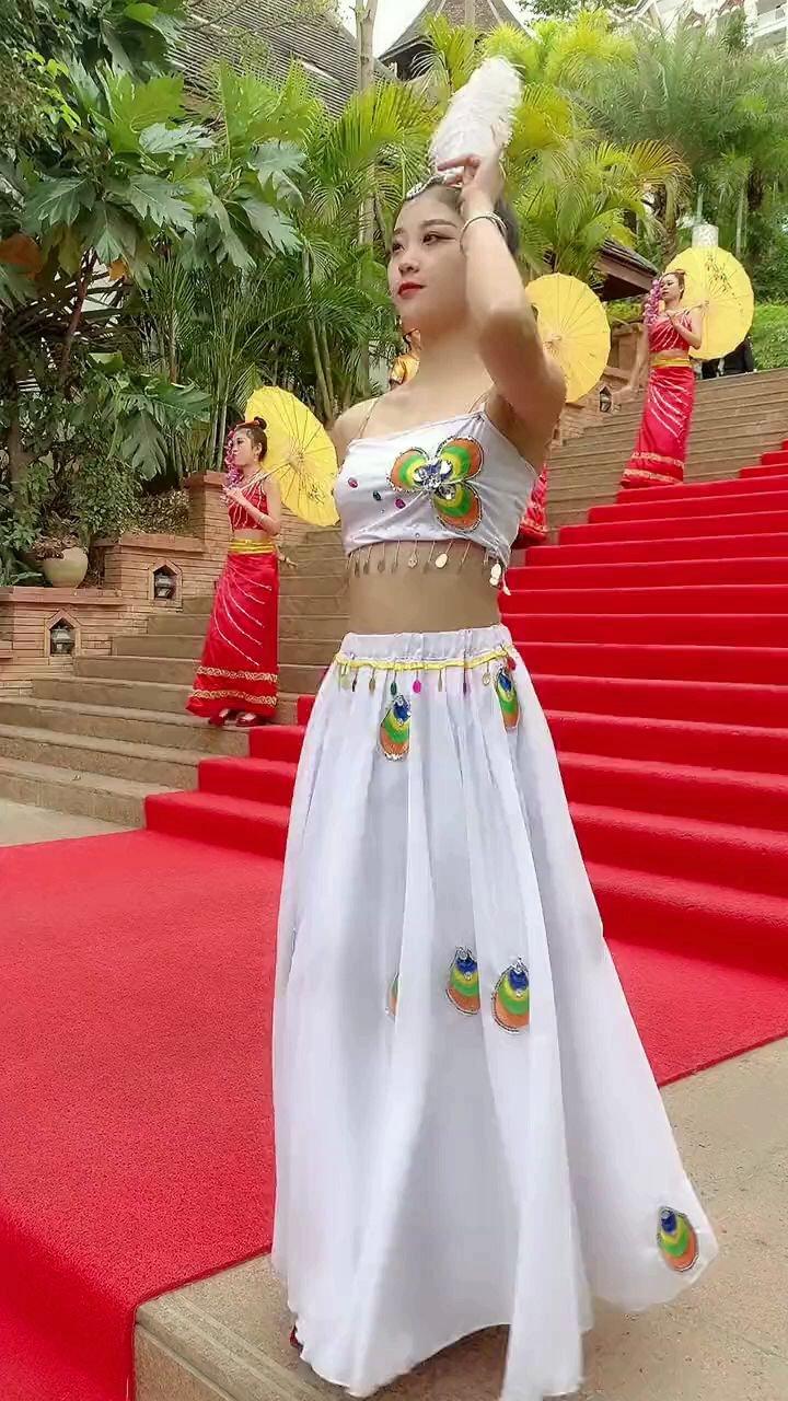 西双版纳,傣族小姐姐#花椒好舞蹈 #花椒热点