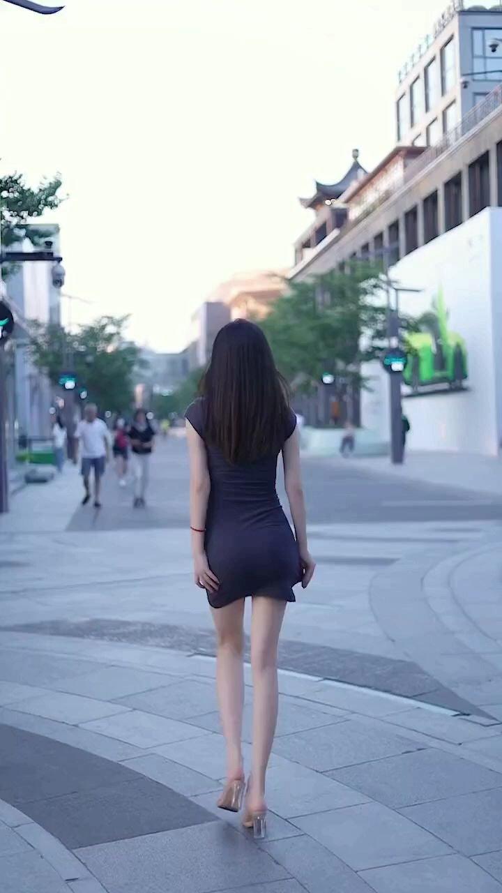 自己感受%大长腿 ,背影女神#又嗨又野在玩乐