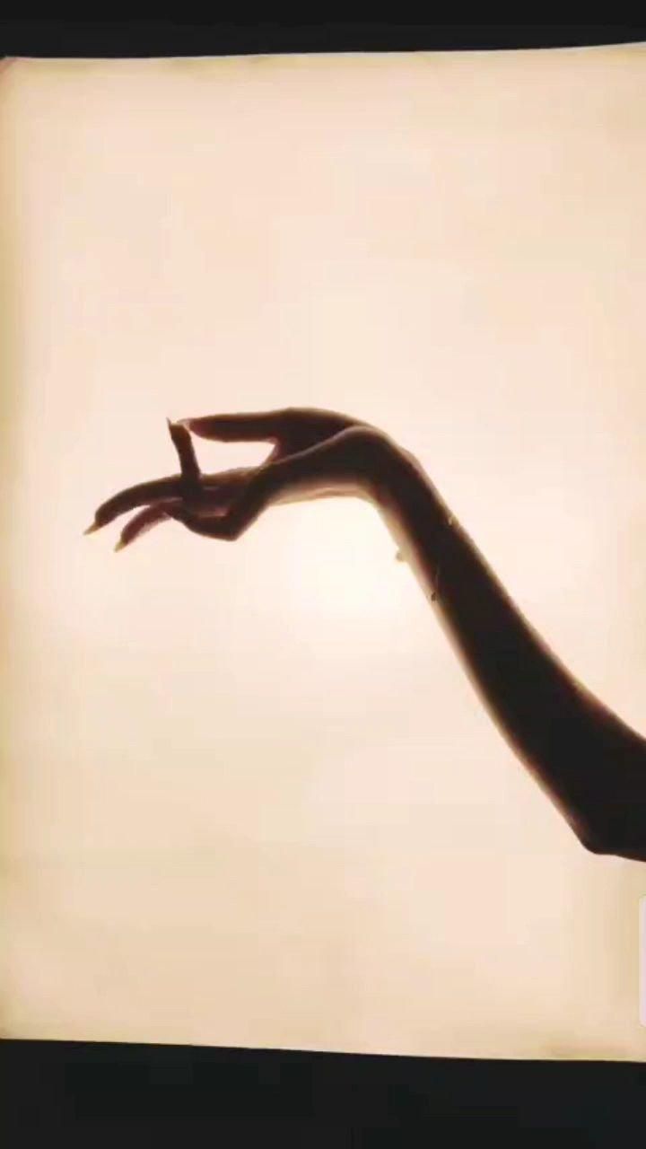 奈何,那明月不可?。。。#花椒星闻 #手指舞 #最美仙女手 #五月你好 ?????@花椒热点 @花椒头条