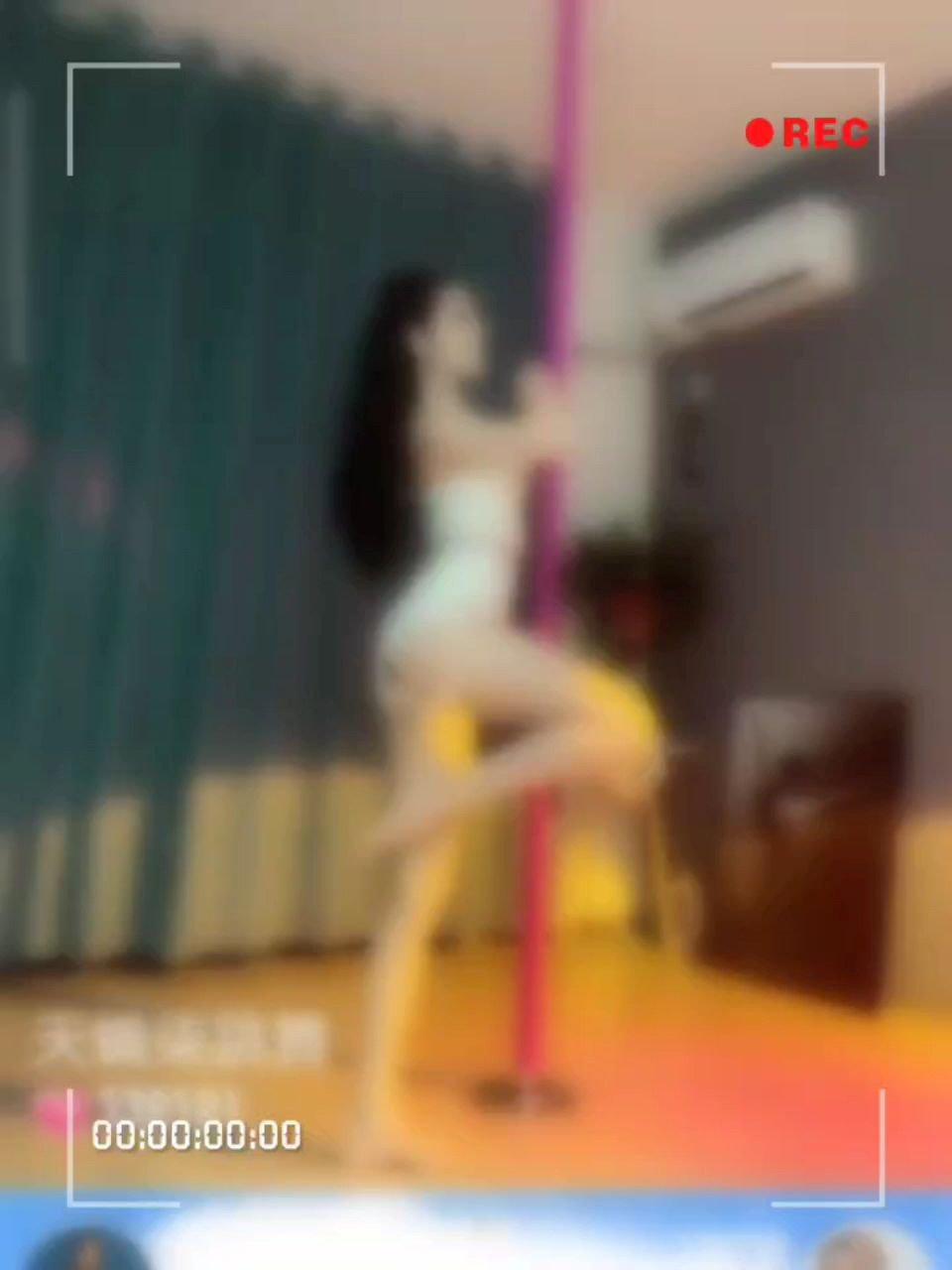 #花椒星闻 #最美天使 冠軍?@天蝎柒跳舞  2021花椒最美天使春季賽,天蝎柒@天蝎柒跳舞 十年磨一劍,专业学舞十余年,钢管舞蹈、古风舞蹈、空中舞蹈她都能轻松驾驭,十年功力尽在今晚#最美天使 賽事中满分綻放。天蝎柒以?分的最佳成績,勇奪2021花椒最美天使春季賽冠軍?,這是實力的表現,這是實至名歸的!!!恭喜恭喜@天蝎柒跳舞 。。。#一字马挑战赛 #花椒好舞蹈 #最美仙女手 #挑战小蛮腰 #又嗨又野在玩乐 #我的七星推荐主播 @花椒热点 @花椒头条
