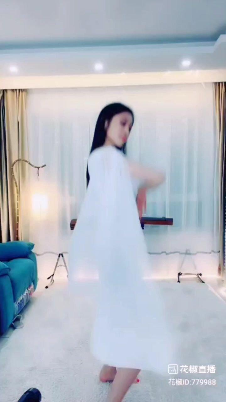 #谁还没有大长腿了 #颜即是正义 #花椒好舞蹈 ??????@国潮.君怡神韵 @花椒热点 @花椒头条