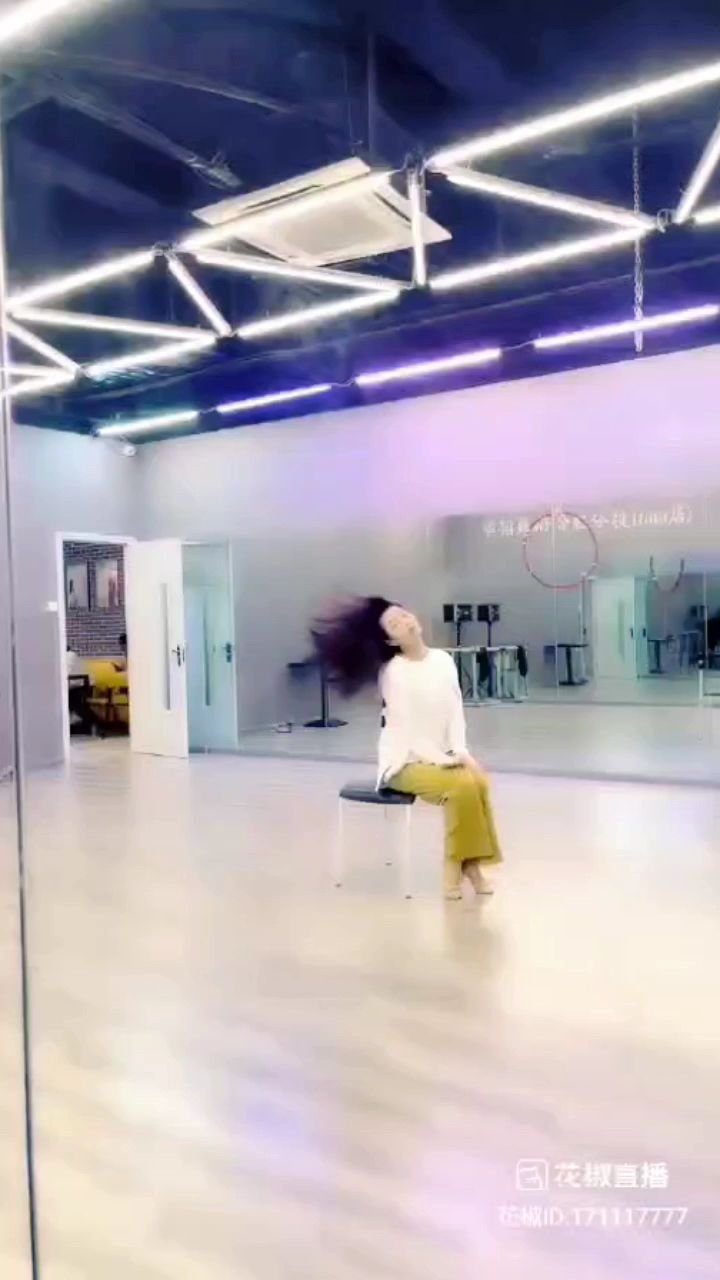 @天蝎柒跳舞 舞蹈室的同伴也是棒棒噠。?????#寻找最美舞者 #花椒好舞蹈 @花椒热点 @花椒头条