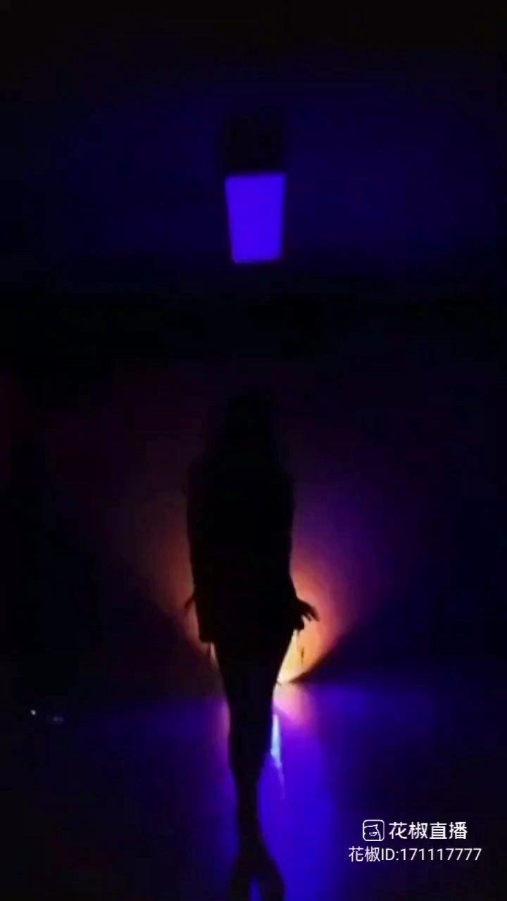 天蝎柒@天蝎柒跳舞 说: 性感面前??,可愛 一文不值。。???? #花椒星闻 #最美舞蹈 #花椒好舞蹈 #谁还没有大长腿了 #下腰挑战 #又嗨又野在玩乐 #九月你好 @花椒热点 @花椒头条