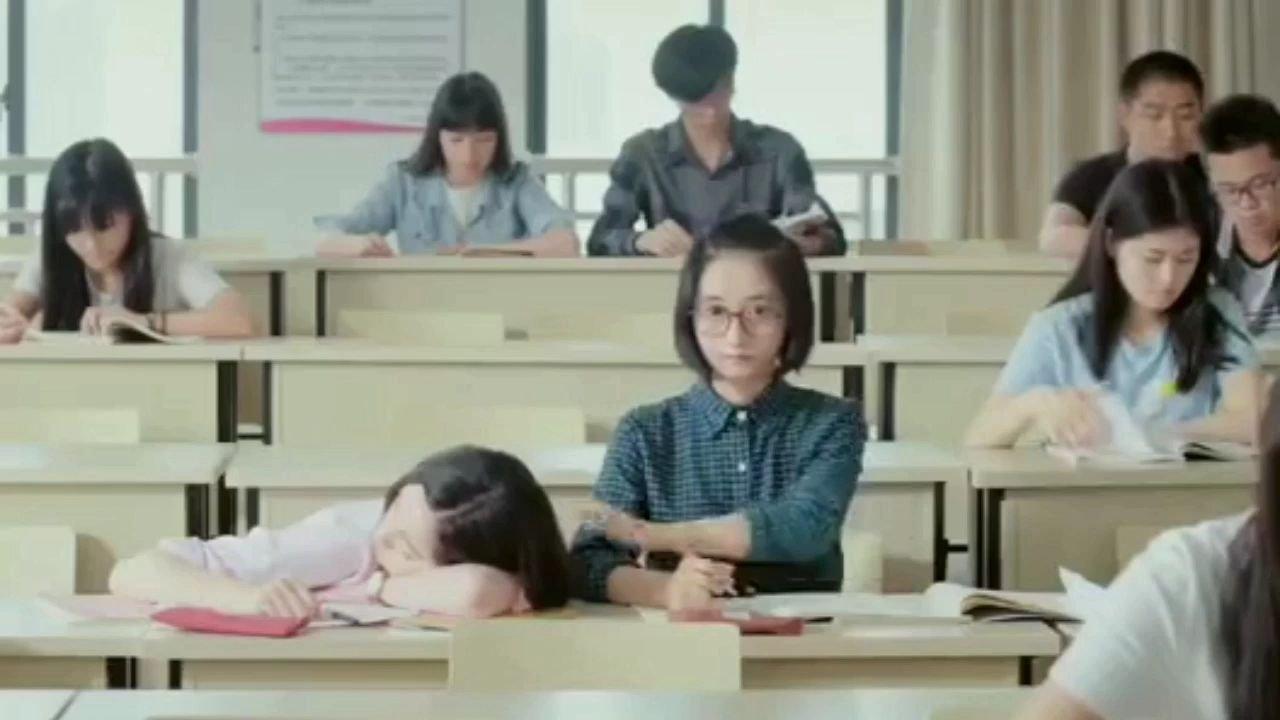 #带上花椒去旅行 #追剧不能停#大学时期,依旧摆脱不了被同桌叫醒的命运