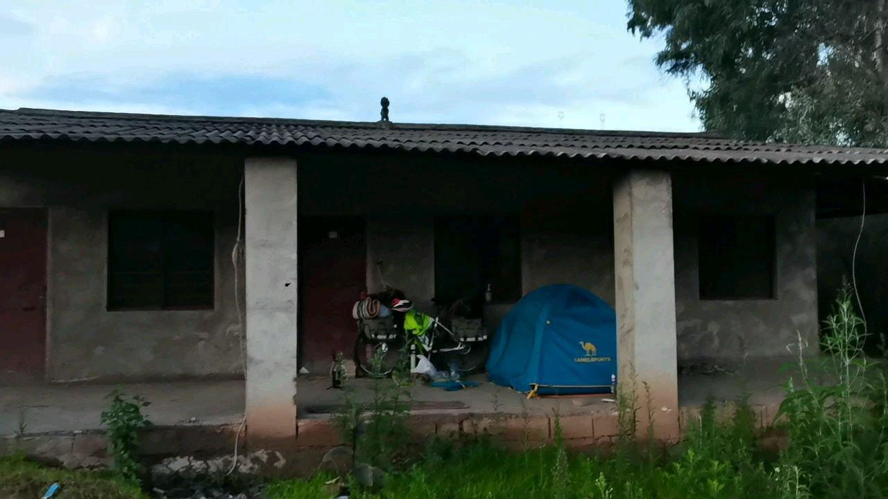 今天营地云南楚雄南华县  骑到快八点才找到扎营地方#带上花椒去旅行
