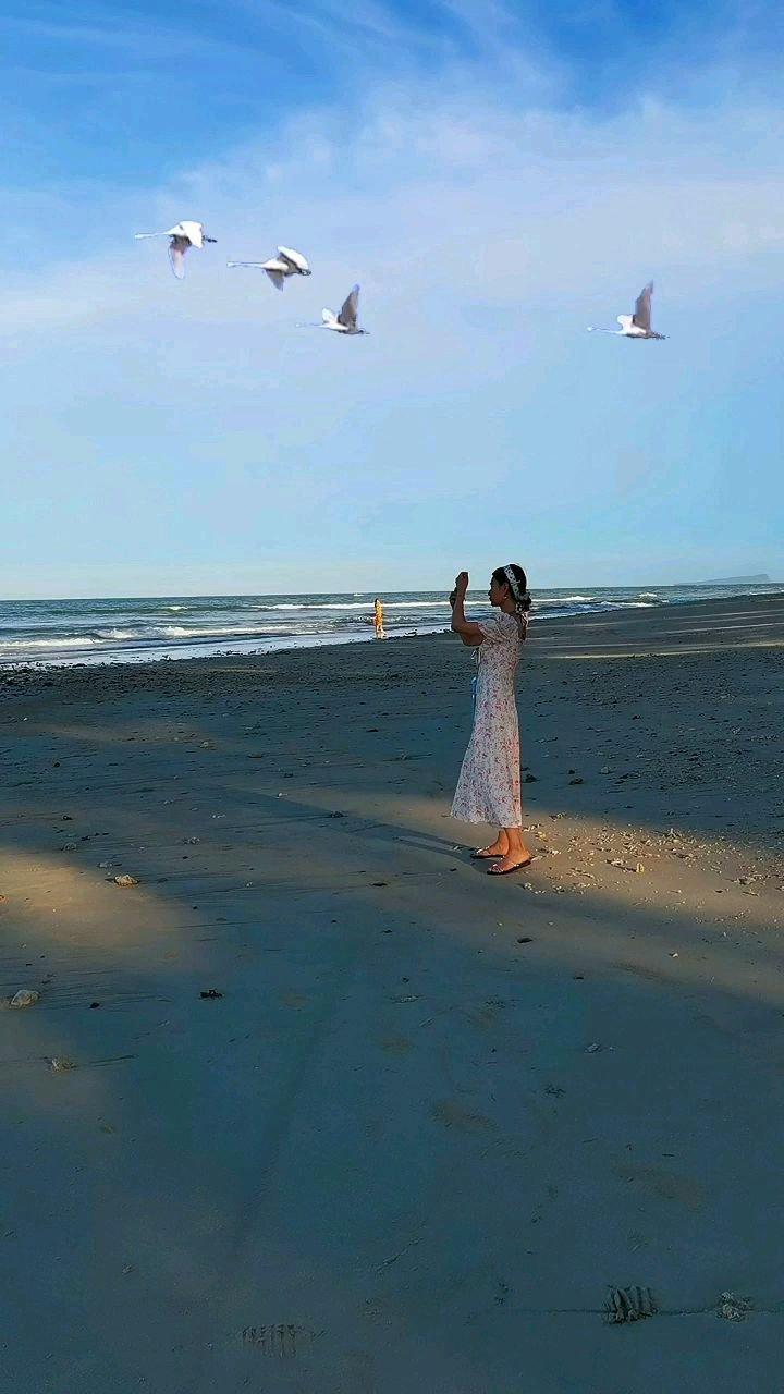 阳光 沙滩 海浪 仙人掌 还有几个小姑娘#带上花椒去旅行