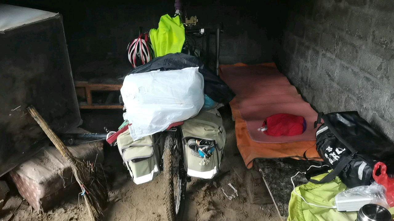 骑行中国 六进西藏之林芝 今天营地容易踩牛粪#九月你好 #带上花椒去旅行 #又嗨又野在玩乐