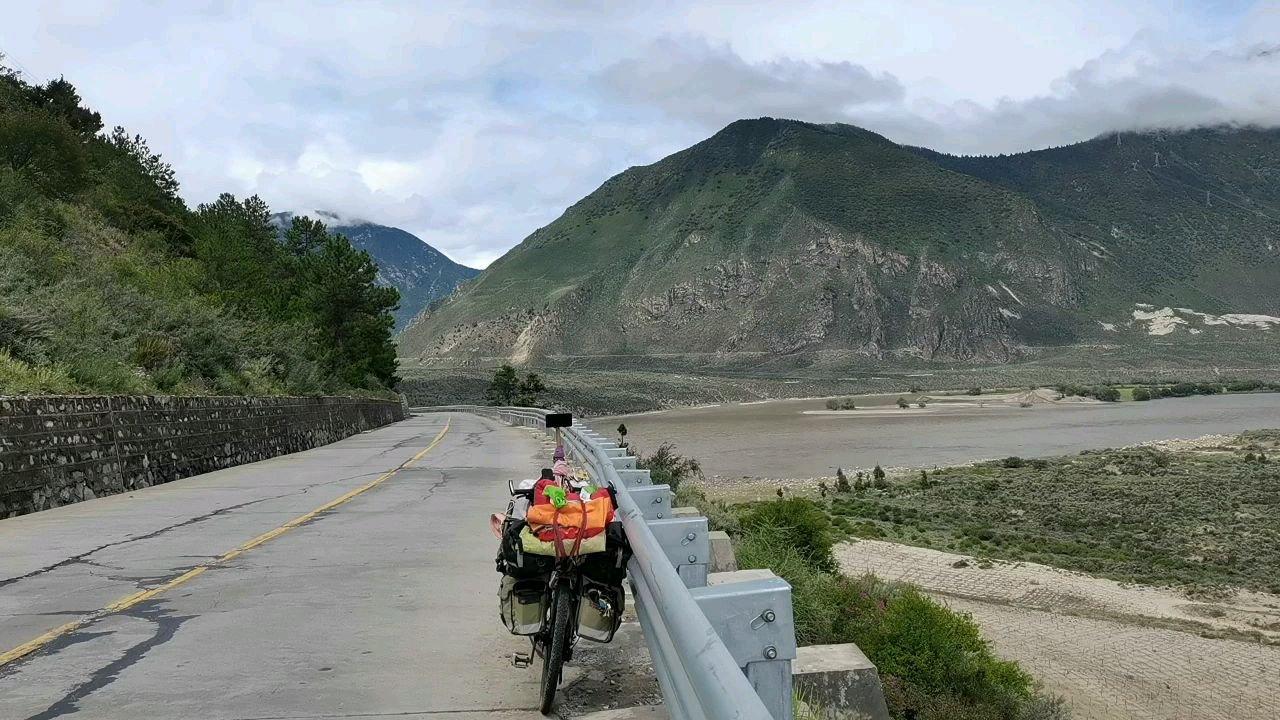 骑行中国 六进西藏之林芝 雅鲁藏布江#百年奋进京彩启航 #带上花椒去旅行