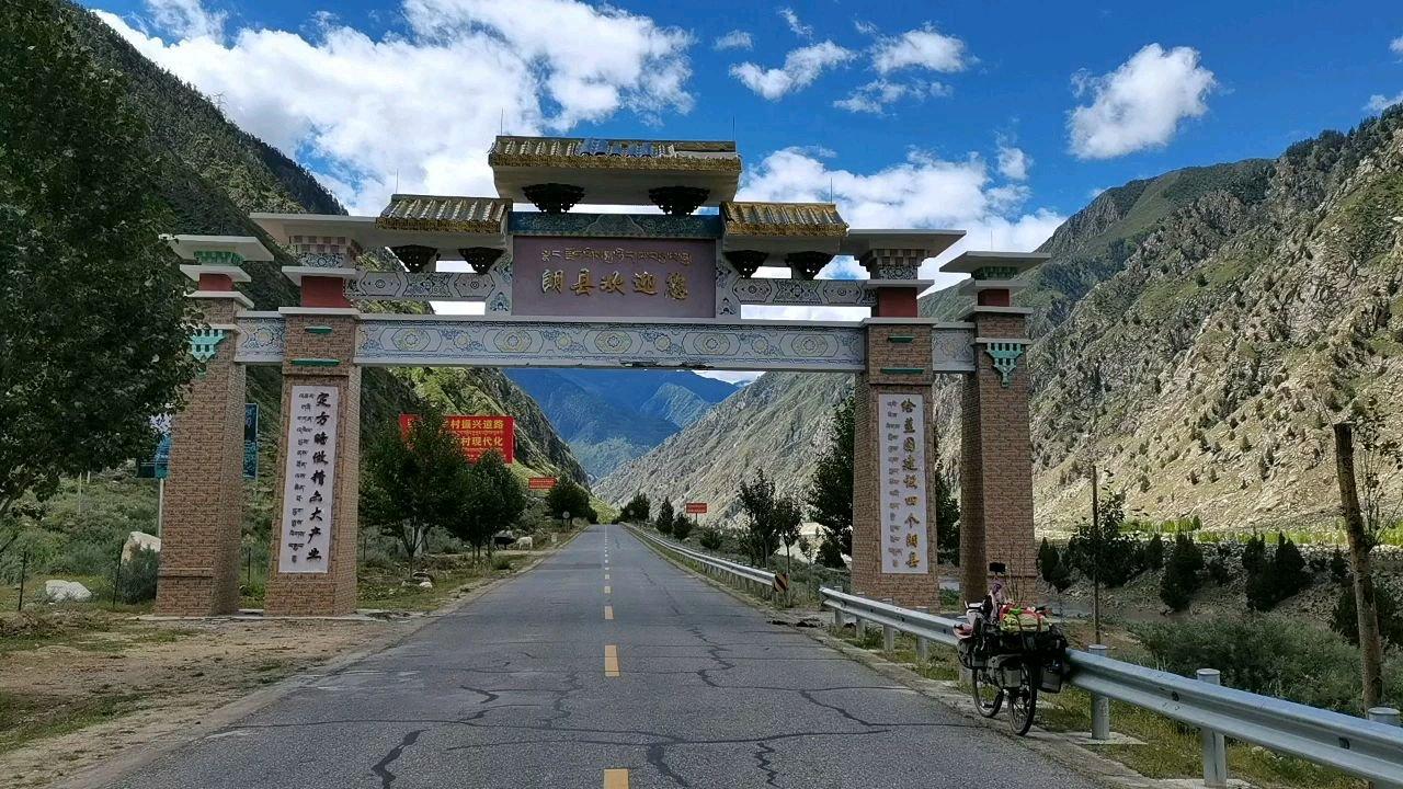 骑行中国 六进西藏之林芝 西藏林芝朗县欢迎你#百年奋进京彩启航 #带上花椒去旅行