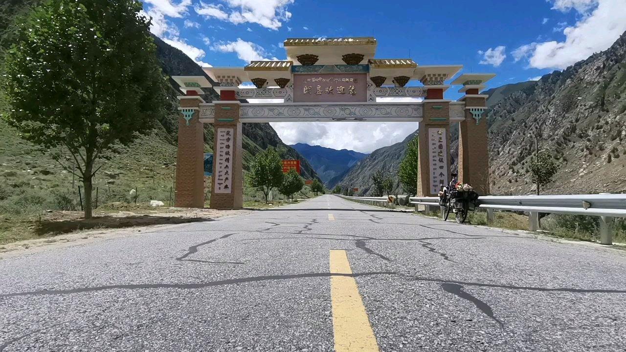骑行中国 六进西藏之林芝 还有来到国道219朗县境内#九月你好 #又嗨又野在玩乐 #带上花椒去旅行