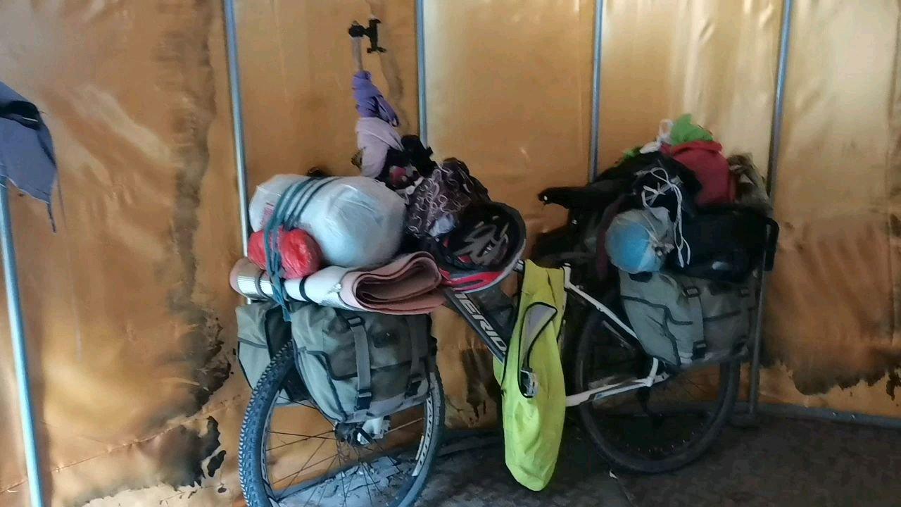 骑行中国 六进西藏之林芝 今天营地比较高端大气上档次#九月你好 #带上花椒去旅行 #又嗨又野在玩乐