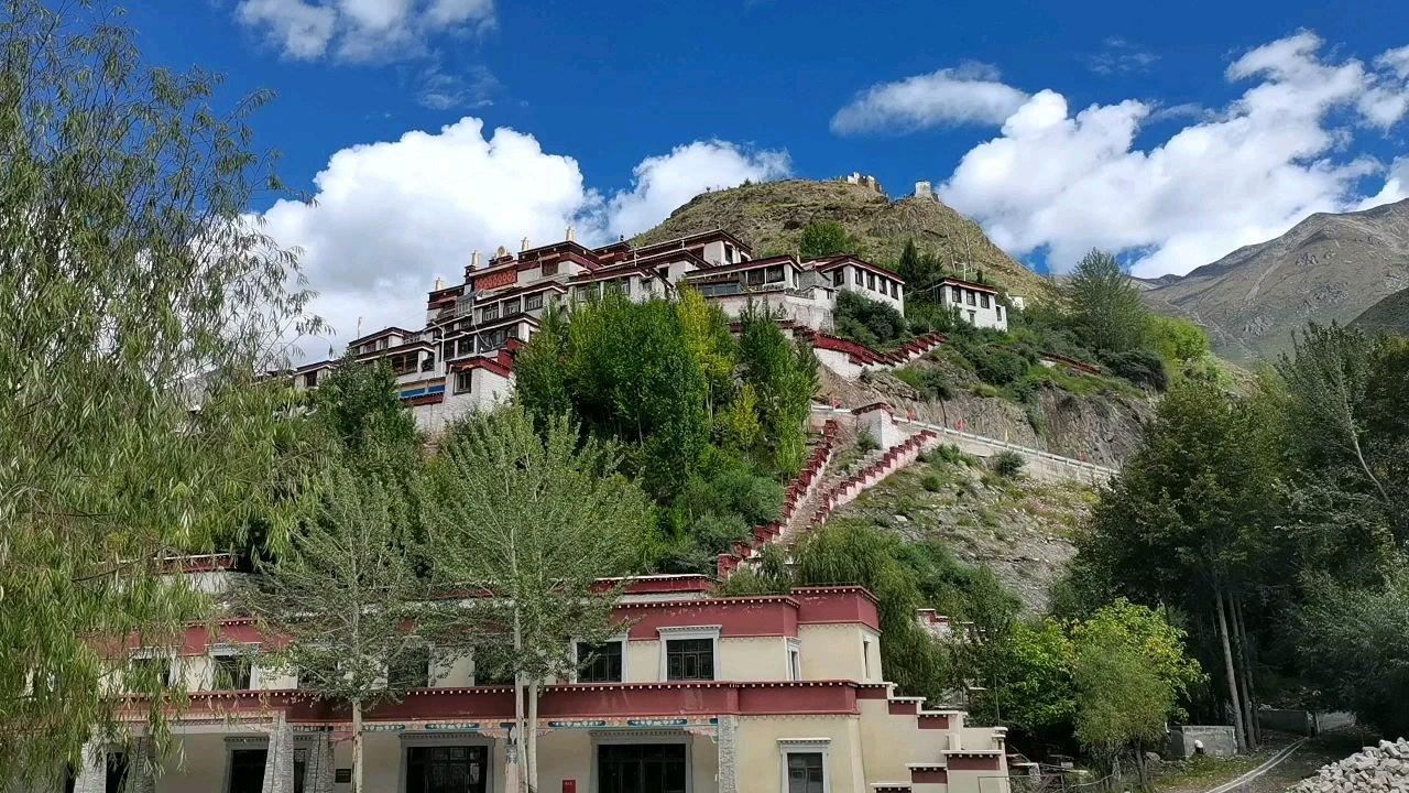 骑行中国 六进西藏之林芝 巴尔曲德寺 一个小型布达拉宫 里面转了一个多小时 供奉了十几个大洋#百年奋进京彩启航 #九月你好 #带上花椒去旅行