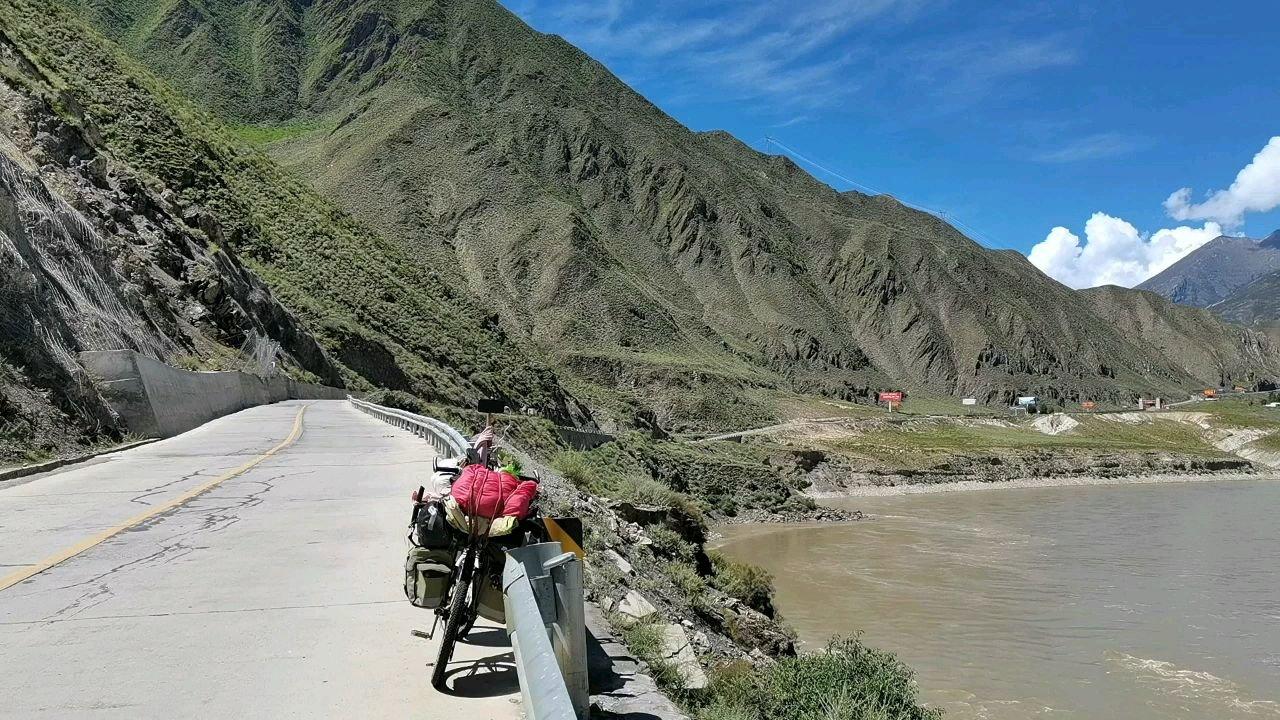 骑行中国 六进西藏之林芝 前面不远就进山南境内了#九月你好 #百年奋进京彩启航 #带上花椒去旅行